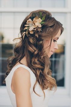 Featured Photographer: Mango Studios; www.mangostudios.com; Wedding hairstyle idea.