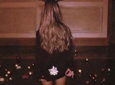 Ariana_Grande-Santa_Tell_Me