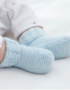How You Can Macrame Begin With These, When You Are Novice By Zazok - Diy Crafts - moonfer Knitting For Kids, Baby Knitting Patterns, Knitting Socks, Baby Patterns, Free Knitting, Booties Crochet, Baby Boots, Crochet Baby Booties, Tricot Baby