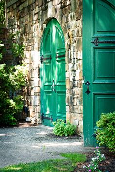 Green Front Doors, Green Lights, Irish Recipes, Emerald City, Finding A House, Kelly Green, Color Themes, Pathways, The Hobbit