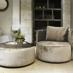 Ronde Pouf In Velvet Antique Silver - Kleinmeubelen - Collectie - Looiershuis Loveseat Living Room, Furniture, Small Apartment Decorating, Home N Decor, Apartment Interior, Sofa Design, Home Furniture, Wood Fireplace, Home Interior Design