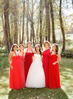 I've never seen Red bridesmaid's dresses but it looks amazing! Red Bridesmaids, Red Wedding Dresses, Cute Wedding Dress, Wedding Bridesmaid Dresses, Trendy Wedding, Wedding Colors, Dream Wedding, Wedding Day, Wedding White