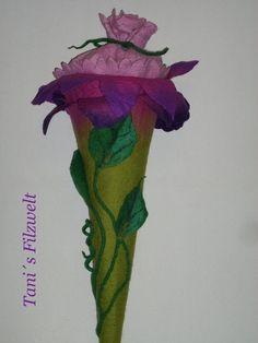 Wunderschöne von Hand nahtlos gefilzte Blume-Schultüte,aus weicher Merinowolle.Nur die Blätter und obere Ansatz sind angenäht. Für einen tollen Start in einen neuen Lebensabschnitt. Mit Rohling...