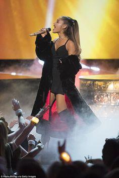 "April Ariana Grande performing ""Dangerous Woman"" at the Radio Disney Music Awards. Celebrity Short Hair, Celebrity Hairstyles, Trendy Hairstyles, Fashion Hairstyles, Rihanna, Beyonce, Zendaya, Selena Gomez, Blonde Pixie"