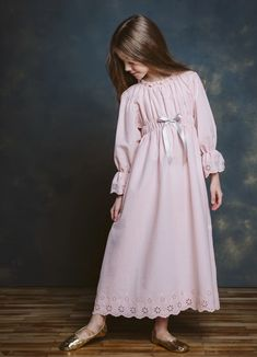 AMIKI makes chic pajamas for sboys and girls that feature the best combo of modern and vintage. Their chic pajamas and nightdresses are super cute. Cute Kids Fashion, Toddler Fashion, Girl Fashion, Fashion Outfits, Fashion Goth, Modest Dresses, Girls Dresses, Stylish Dresses For Girls, Cute Little Girl Dresses