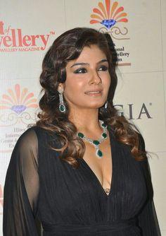 Indian Bollywood Actress, Beautiful Bollywood Actress, Beautiful Indian Actress, Black Actresses, Indian Actresses, Indian Celebrities, Bollywood Celebrities, Raveena Tandon Hot, Madhuri Dixit Hot