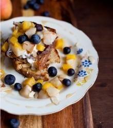 Pain doré aux poires, mangue et bleuets - Murmures