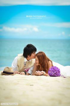 Bestフォト|フォトウェディング|バリ島撮影会社 BLESS(ブレス) Beach Wedding Photos, Pre Wedding Photoshoot, Hawaii Wedding, Beach Photos, Wedding Shoot, Wedding Photography, Poses, Couple Photos, Wedding Stuff