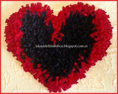 Alfombras con forma de corazón.  Totalmente hecha a mano, realizada con trapillo o totora.  Puedes hacer tu pedido en diferentes tamaños y colores.