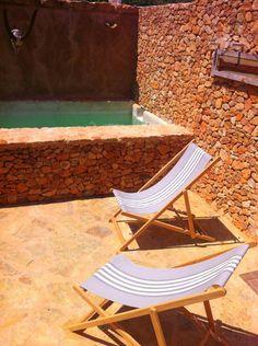 Cute Place! Mini Pool / WiFi /AC Mini Piscina, Outdoor Chairs, Outdoor Furniture, Mini Pool, Patio, Private Room, Outdoor Ideas, Outdoor Decor, Sun Lounger