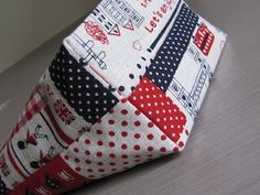 Sewing easy boxed bottoms for bags or purses. ~ http://thehabygoddess.blogspot.com/2011/01/how-to-sew-quick-easy-boxed-bottoms-for.html