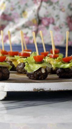 Surpreenda seus convidados com essa deliciosa receita de hambúrguer no palito! | https://lomejordelaweb.es/