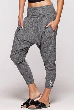Cozy up in our track pants and sweat pants to keep you snug all day long. Our Flashdance pants are Lorna Jane's selling active pant. Dance Outfits, Sport Outfits, Cool Outfits, Fashion Outfits, Zumba Outfit, Sweatpants Outfit, Wrap Pants, Comfy Pants, Pants For Women