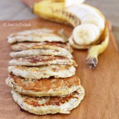 2 Ingredient Banana Pancake (Gluten, Paleo & Dairy Friendly) - 2 bananas and 1 egg! Paleo Breakfast, Best Breakfast, Breakfast Recipes, Pancake Breakfast, I Love Food, Good Food, Yummy Food, Healthy Snacks, Healthy Recipes