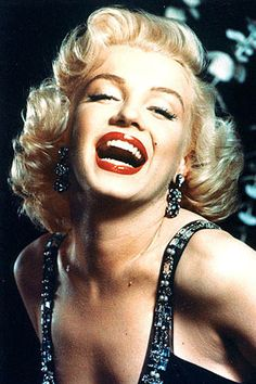 vintage everyday: Beautiful Marilyn Monroe Photoshoots by Frank Powolny in 1952 Pop Art Marilyn, Marilyn Monroe Fotos, Marilyn Monroe Artwork, Photos Rares, 1950s Hairstyles, Vintage Hairstyles, Flawless Beauty, Glamour, Norma Jeane