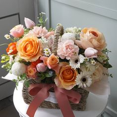 요즘 요컬러 인기쵝오 Basket Flower Arrangements, Beautiful Flower Arrangements, Floral Arrangements, Beautiful Flowers, Daisy Painting, Happy Thursday, Crepe Paper, Flower Basket, Flower Designs