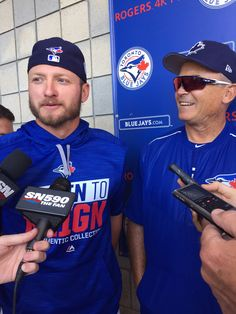 https://flic.kr/p/SwSmif   On his first game day of the spring, Donaldson takes over the manager's scrum.