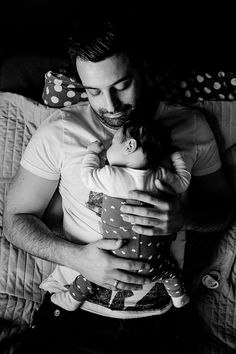 Newborn Photography Poses, Newborn Session, Newborn Photos, Baby Portraits, Family Portraits, Family Photos, Papa Baby, Baby Kids, Maternity Pictures