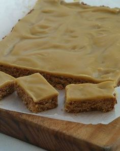 Takaka Oaty Ginger Crunch Wholemeal Cafe Takaka Ingredients 150 g butter 2 tablespoons golden syrup cup brown sugar cup coconut 1 cups rolled oats cup flour 1 teaspoons baking powder 1 teaspoons grou. Oat Slice, Baking Recipes, Dessert Recipes, Crunch Recipe, Ginger Slice, Biscuit Recipe, Sweet Recipes, Kiwi Recipes, Juicer Recipes