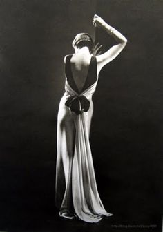 Charles James, 1930s gown. (Source: vintagechampagnefever)  Toto Koopman,evening dress by Augustabernhard, Paris taken by George Hoyningen-Huene supervised and print by Horst P. Horst, 1933