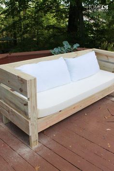 Pallet Outdoor Furniture Outdoor DIY Sofa Build Plans - Learn how to build this styling outdoor furniture, including a full sized outdoor sofa, and a bench/coffee table. It is an easy build with free plans! Pallet Patio Furniture, Outdoor Furniture Plans, Diy Garden Furniture, Furniture Making, Home Furniture, Furniture Design, Furniture Ideas, Pallet Sofa, Patio Plans