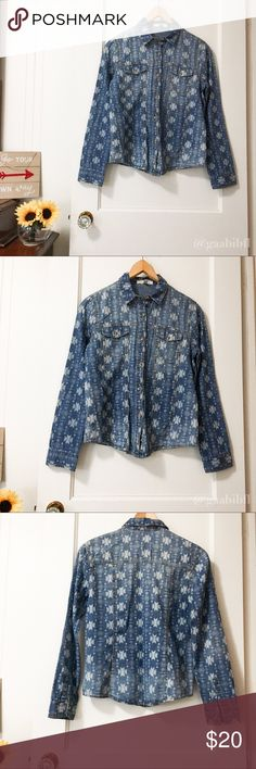 Forever 21 Life in Progress Chambray Shirt Size XS Very cute size XS. Forever 21 Life in Progress Denim/Chambray blouse. The sleeves can be worn up or down. Very feminine feel and cut!  All my items come from a smoke free and pet free home! Excellent Used Condition. Forever 21 Tops Button Down Shirts