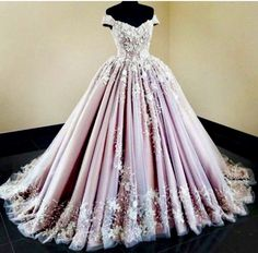 2019 tulle off the shoulder ball gowns with applique ball gown sweep train € - Fancy Evening Dresses.de - 2019 Tulle Off The Shoulder Prom Dresses With Applique Ball Gown Sweep Train - Quince Dresses, 15 Dresses, Elegant Dresses, Pretty Dresses, Evening Dresses, Formal Dresses, Wedding Dresses, Summer Dresses, Awesome Dresses