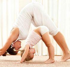 Com o olhar voltado para afinar a nossa intimidade com as crianças, aumentado o vínculo, inspirando amor e sabendo da importância dessa conexão para o desenvolvimento cognitivo e emocional da próxima geração. Hoje estou inspirada à produzir e reunir métodos como a matroginástica* com os conceitos do Yoga, então o nome: MatroYoga, atividade de Yoga desenvolvida para mães e pais com suas crianças.