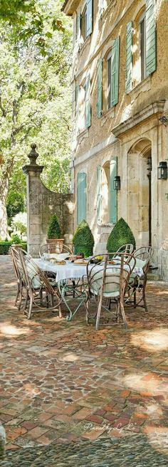 modern french country decor are offered on our internet site. modern french country decor are offered on our internet site. French Country Exterior, French Country Style, French Country Decorating, French Country Gardens, French Country Porch, Colonial Exterior, Craftsman Exterior, Rustic French, Country Stil