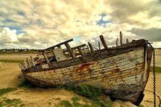 Épave de bateau à Portbail en Normandie