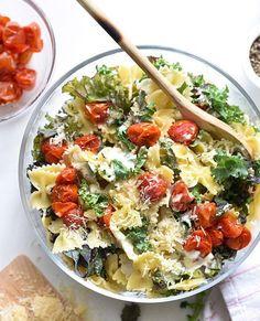 "foodiebliss: ""Kale Caesar Pasta Salad Source: Foodie Crush Where food lovers unite. Caesar Pasta Salads, Pasta Salad Recipes, Noodle Salads, Big Mac Salat, Caesar Salat, Plats Healthy, Vegetarian Recipes, Healthy Recipes, Healthy Potluck"