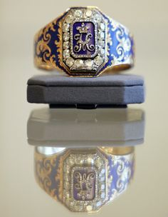 """Queen 's antique diamond and enamel bangle, which central plaque depicting diamond set cyrillic """"N"""" for Tsar Nicholas I:"""