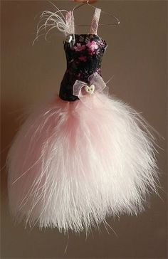 Pretty little 1/12th scale Sweetheart gown on hanger. Black and pink SHAPED bodice with soft pink marabou skirt.Comes complete on little hanger.