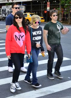 – iCarly cast Miranda Cosgrove, Jennette McCurdy, Nathan Kress and Noah Munck, were seen hanging out and enjoying the sights in New York City, New York on May Be sure to check out more pi… Cute Celebrities, Celebs, Icarly Cast, Miranda Cosgrove Icarly, Sam E Cat, Jenette Mccurdy, Icarly And Victorious, Nathan Kress, Disney Princess Fashion