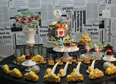 NYC themed party from Laços e Açúcar #parties #desserttable