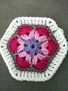 I have been admiring this gorgeous flower pattern for a few months now. But until last night I hadn't attempted it because I thought it woul...
