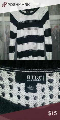 Sweater Black and white, holely a.n.a Sweaters Crew & Scoop Necks