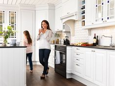 Landlig kjøkken – Meny Kitchen Island, Kitchen Cabinets, Traditional, Interior Design, Storage, House, Home Decor, Kitchens, Blog
