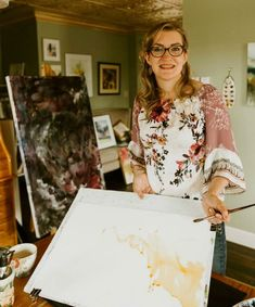 100 Colors AND a limited palette? Here's how watercolor artist and instructor Angela Fehr indulges her DANIEL SMITH color addiction while avoiding … Messages For Her, Watercolor Christmas Cards, Teal Blue, Hue, Floral Tops, Give It To Me, Palette, Colors, Building