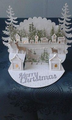 If you haven't come up with any ideas of gifts, why not DIY Christmas cards? We've gathered some of the best DIY Christmas cards that are sure to impress your friends and family this season. Christmas Paper Crafts, Homemade Christmas Cards, Christmas Cards To Make, Xmas Cards, Homemade Cards, Holiday Cards, Christmas Crafts, Christmas Decorations, Diy Cards
