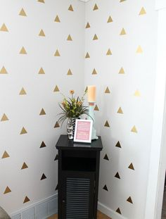 Diy Wall Decals Gold Geometric Triangle Wall Art Diy Wall Decals Without Contact Paper Triangle Wall, Gold Diy, Diy Home Decor Projects, Deco Design, Home And Deco, Diy Wall Art, Diy Art, Vinyl Wall Decals, Decoration
