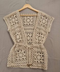 Fabulous Crochet a Little Black Crochet Dress Ideas. Georgeous Crochet a Little Black Crochet Dress Ideas. Pull Crochet, Gilet Crochet, Crochet Cardigan Pattern, Crochet Shirt, Crochet Jacket, Crochet Baby, Knit Crochet, Crochet Stitch, Crochet Squares