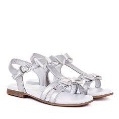 Sandalias niña adornos lazos, Unisa Europa Kid Shoes, Girls Shoes, All About Shoes, Baby Boots, Kids Fashion, Womens Fashion, Shoe Closet, My Baby Girl, Huaraches