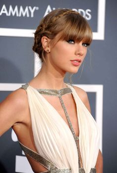 Taylor Swift .                                                                                                                                                      Plus
