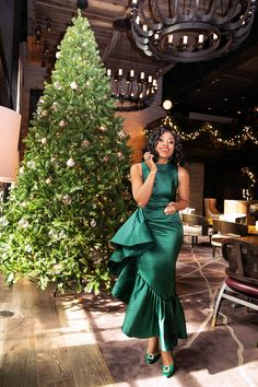 stella adewunmi of jadore fashion shares the dress for your next formal party Winter Dress Outfits, Casual Dress Outfits, Latest African Fashion Dresses, African Dresses For Women, Looks Chic, Looks Style, Elegant Dresses For Women, Nice Dresses, Lace Gown Styles