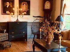 Primitive Living Room, Primitive Bathrooms, Primitive Homes, Primitive Fall, Primitive Decor, Country Primitive, Farmhouse Style Kitchen, Farmhouse Decor, Guest House Shed