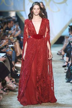 Find tips and tricks, amazing ideas for Elie saab. Discover and try out new things about Elie saab site Elie Saab Couture, Haute Couture Gowns, Couture Mode, Couture Fashion, Couture Week, Fashion Mode, Look Fashion, Runway Fashion, Fashion Show