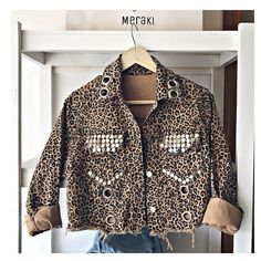 Newwww 💣 campe ANIMAL $1750 eeco $1900 con MP ♥️ Kimono Fashion, Denim Fashion, Outfits With Hats, Cool Outfits, Custom Denim Jackets, Denim Ideas, Indie Outfits, Diy Clothes, Beautiful Outfits