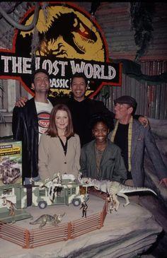 I Heart Jurassic Park : Photo Jurassic World Cast, Jurassic World Shirt, Jurassic Park Trilogy, Jurassic World Fallen Kingdom, Jurassic Park Trailer, Jurassic Park Poster, Jurassic Park 1993, Lego Jurassic, Jurrassic Park
