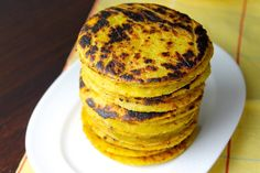 Savoir Faire: Plantain Arepas-Fit with Panela Cheese (Recipe and Video) Cheese Recipes, Vegan Recipes, Cooking Recipes, Cooking Ideas, Bolivian Food, Colombian Cuisine, Puerto Rican Dishes, Latin Food, Pancake